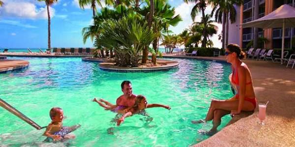 Vele gehandicapten vakanties binnen en buiten de EU | 600×300-Aruba-renaissance-pool1.jpg | Vele gehandicapten vakanties binnen en buiten de EU