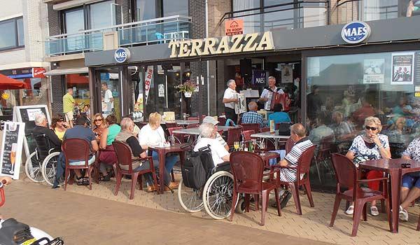 Vele gehandicapten vakanties binnen en buiten de EU | 600×350-Middelpunt-terras.jpg | Vele gehandicapten vakanties binnen en buiten de EU