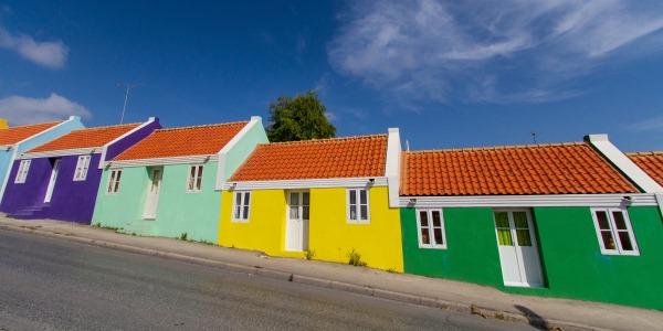 Vele gehandicapten vakanties binnen en buiten de EU | 600×300-Curacao-schuinestraat1.jpg | Vele gehandicapten vakanties binnen en buiten de EU