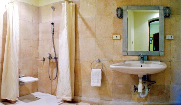 Vele gehandicapten vakanties binnen en buiten de EU | 600×350-Egypte-Rihana-Resort-Room-Bathroom-douce.jpg | Vele gehandicapten vakanties binnen en buiten de EU