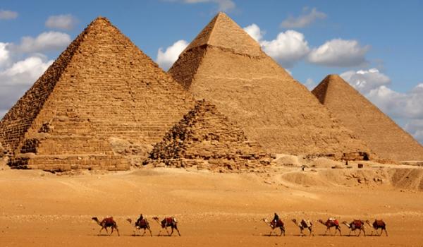 Vele gehandicapten vakanties binnen en buiten de EU | 600×350-Egypte-Peramides.jpg | Vele gehandicapten vakanties binnen en buiten de EU