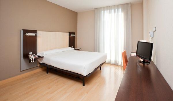 Vele gehandicapten vakanties binnen en buiten de EU | 600×350-Barcelona-Hotel-Confortel-Auditori-habitacion_adaptada.jpg | Vele gehandicapten vakanties binnen en buiten de EU
