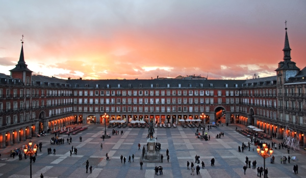 Vele gehandicapten vakanties binnen en buiten de EU   600×350-Plaza_Mayor_de_Madrid_02.jpg   Vele gehandicapten vakanties binnen en buiten de EU