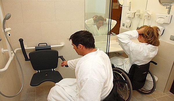 Vele gehandicapten vakanties binnen en buiten de EU | 600×350-AT-Brauwirt-Badkamer.jpg | Vele gehandicapten vakanties binnen en buiten de EU