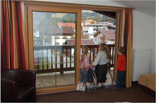 Vele gehandicapten vakanties binnen en buiten de EU | 600×350-AT-Brauwirt-Balkon2.jpg | Vele gehandicapten vakanties binnen en buiten de EU