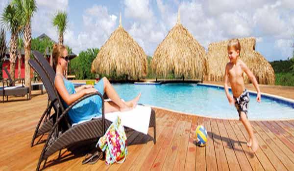 Vele gehandicapten vakanties binnen en buiten de EU | 600×350-Curacao-Morena-Zwembad_ligbed.jpg | Vele gehandicapten vakanties binnen en buiten de EU