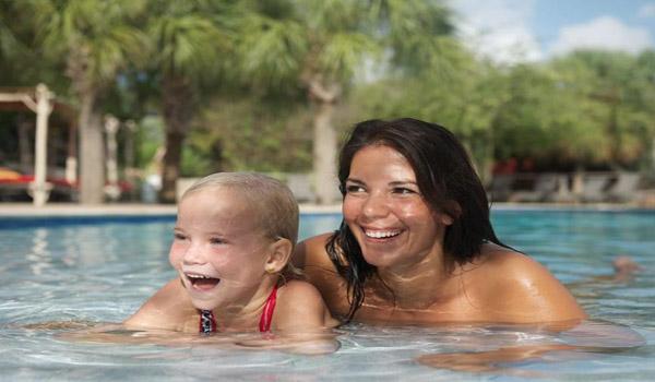 Vele gehandicapten vakanties binnen en buiten de EU | 600×350-Morena-Azul-zwembad.jpg | Vele gehandicapten vakanties binnen en buiten de EU