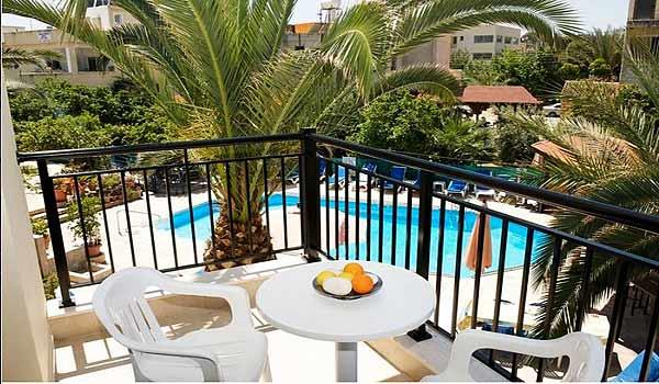 Vele gehandicapten vakanties binnen en buiten de EU | Cypres-CA-Balcon.jpg | Vele gehandicapten vakanties binnen en buiten de EU