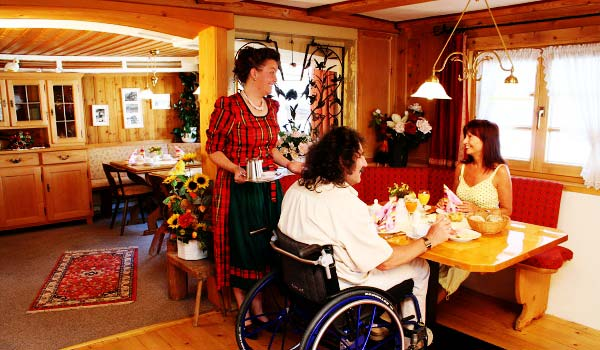 Vele gehandicapten vakanties binnen en buiten de EU | 600×350-Hotel-Bergen-eten-.jpg | Vele gehandicapten vakanties binnen en buiten de EU