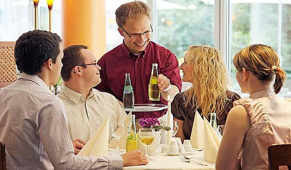 Vele gehandicapten vakanties binnen en buiten de EU | 600×350-DE-Euvea-restaurant2.jpg | Vele gehandicapten vakanties binnen en buiten de EU