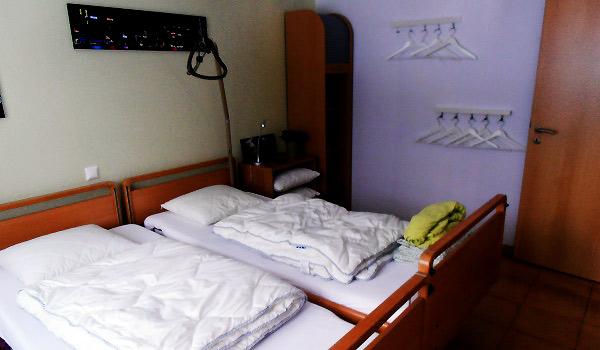 Vele gehandicapten vakanties binnen en buiten de EU | 600×350-DE-Eifel-slaapkamer.jpg | Vele gehandicapten vakanties binnen en buiten de EU