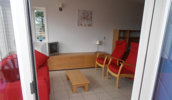 Vele gehandicapten vakanties binnen en buiten de EU | 600×350-NL-Noorduinen-Miva-woonkamer1.jpg | Vele gehandicapten vakanties binnen en buiten de EU