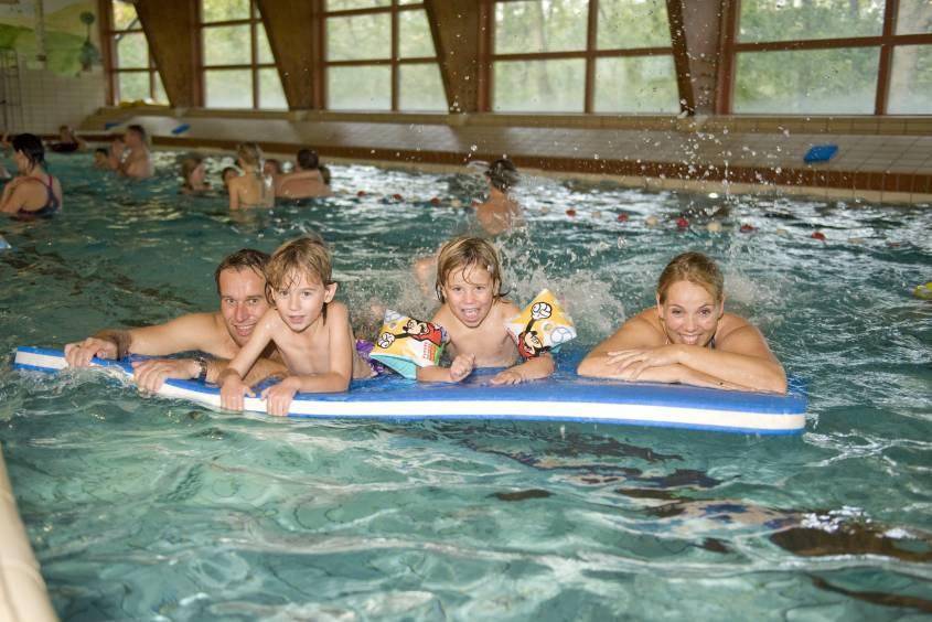 Vele gehandicapten vakanties binnen en buiten de EU   NL-DEn-haag-Kijkduin-2KD-zwembad.jpg   Vele gehandicapten vakanties binnen en buiten de EU