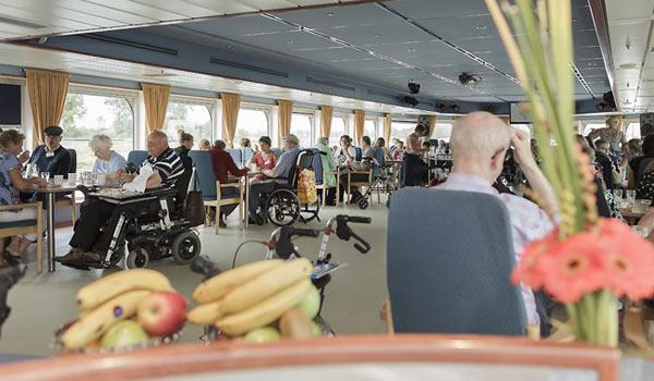 Vele gehandicapten vakanties binnen en buiten de EU | 600×350-PWA-Diner.jpg | Vele gehandicapten vakanties binnen en buiten de EU