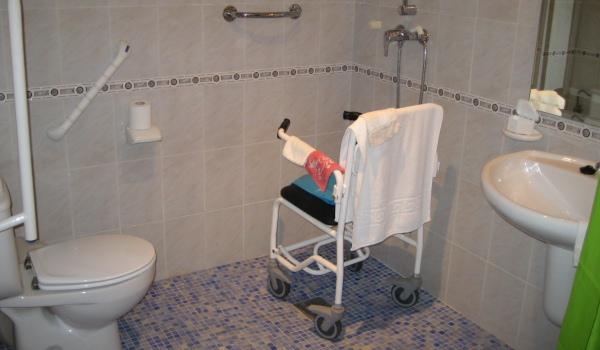 Vele gehandicapten vakanties binnen en buiten de EU   600×350-Spanje-Rojales-Badkamer.jpg   Vele gehandicapten vakanties binnen en buiten de EU