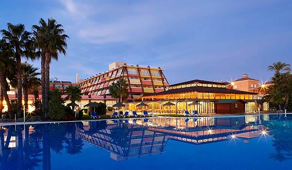 Vele gehandicapten vakanties binnen en buiten de EU   600x350_Islantilla_Hotel_Confortel_Piscina.jpg   Vele gehandicapten vakanties binnen en buiten de EU