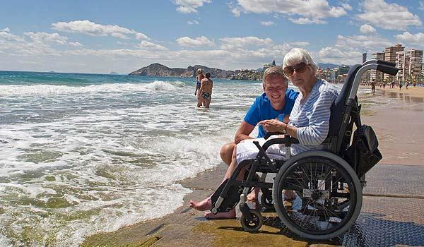 Vele gehandicapten vakanties binnen en buiten de EU | 600×350-SP-Benidorm-ZH-strand.jpg | Vele gehandicapten vakanties binnen en buiten de EU
