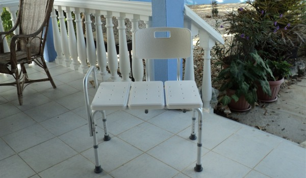 Vele gehandicapten vakanties binnen en buiten de EU | 600×350-RoRo-douchestoel-1.jpg | Vele gehandicapten vakanties binnen en buiten de EU
