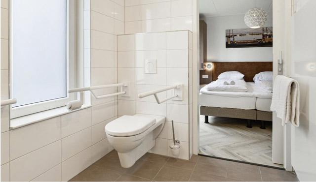 Vele gehandicapten vakanties binnen en buiten de EU | 640×370-badkamer-volendam-aangepast.jpg | Vele gehandicapten vakanties binnen en buiten de EU